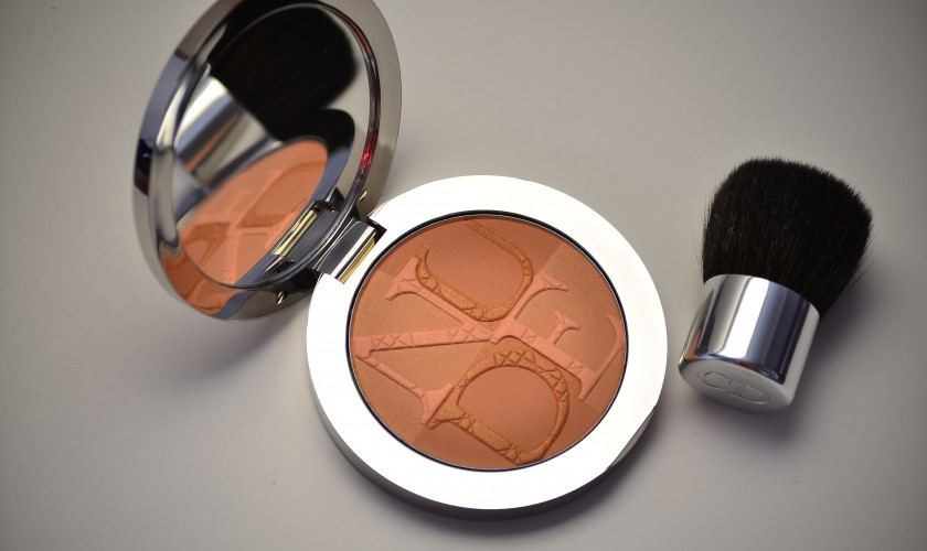 Diorskin Nude Glow Enhancing Powder in 001 Aurora